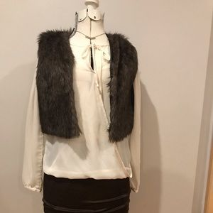 Jackets & Blazers - Faux fur cropped vest